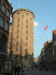 Copenhagen_Rundetårn_street_left